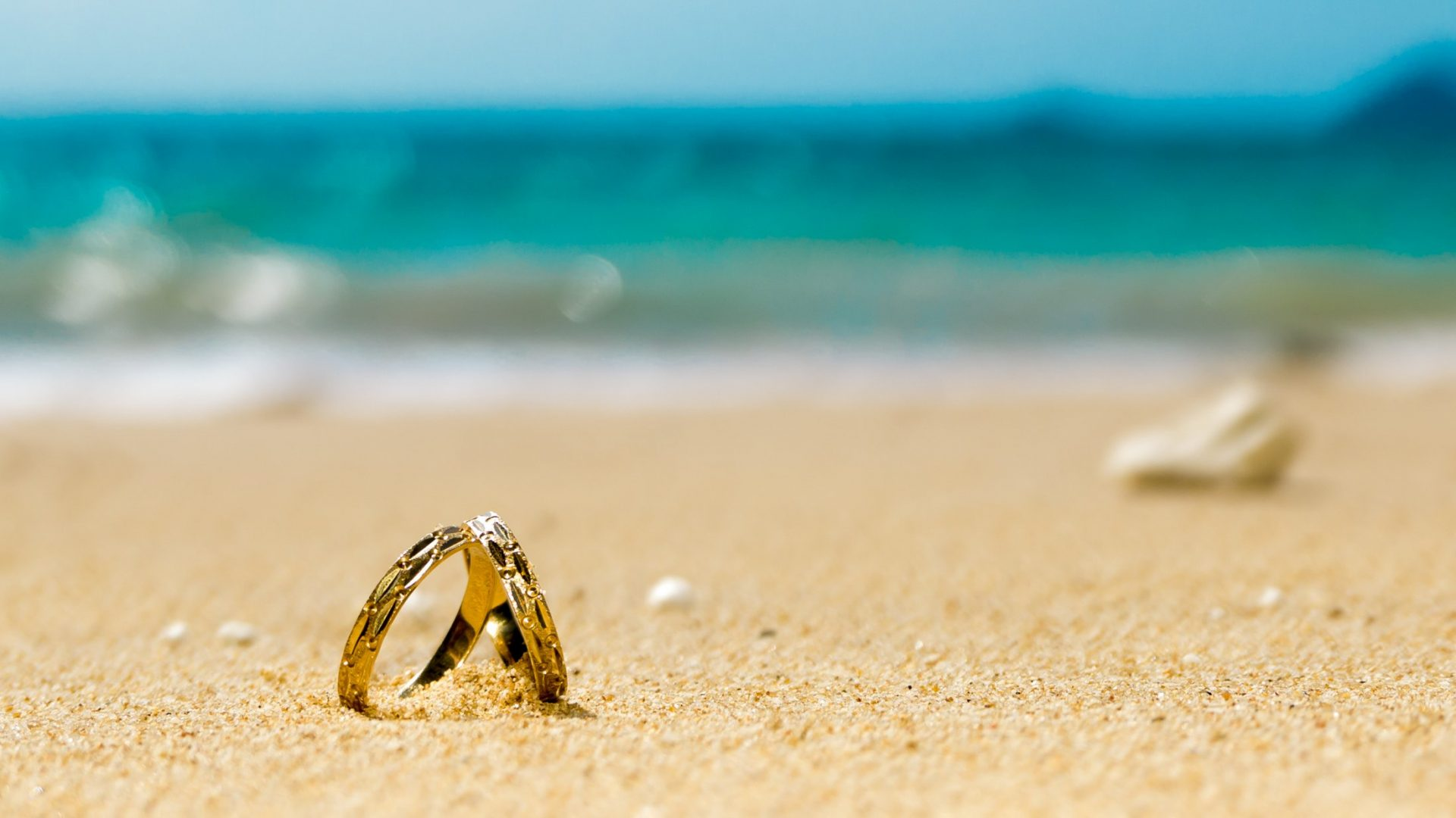Rings in the sand for Honeymoon holidays in Saudi Arabia