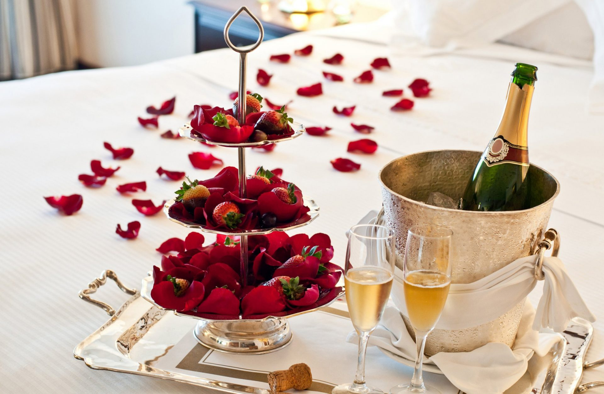 Romantic Rondezvous with chocolate strawberries delivered to villa